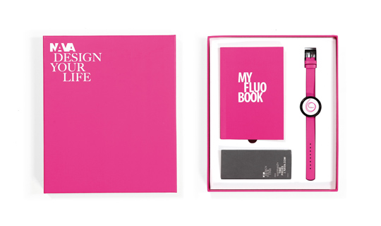 Special gift box along with My Book Fluo in the same color of the clock!